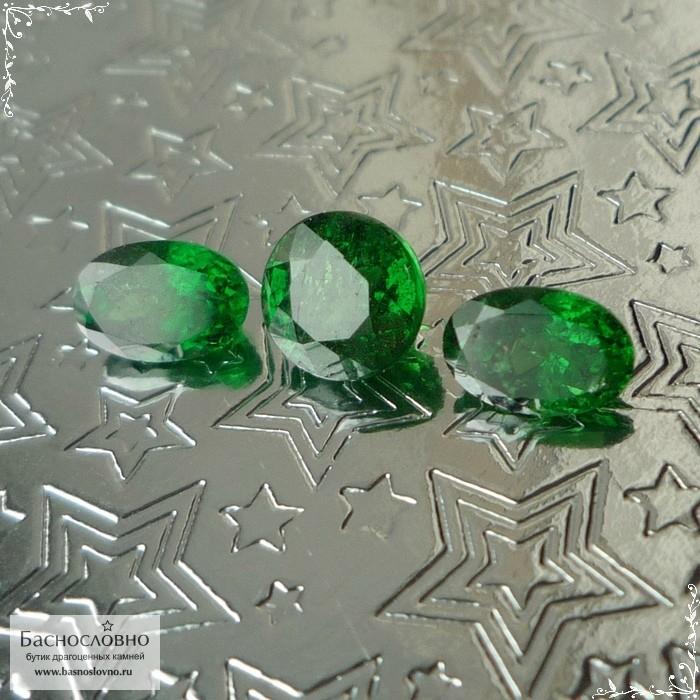 Гарнитур три сертифицированных ярко-зелёных граната цаворита (тсаворит) из Танзании огранка круг 5,53мм и овал 6x4мм 2,44 карата