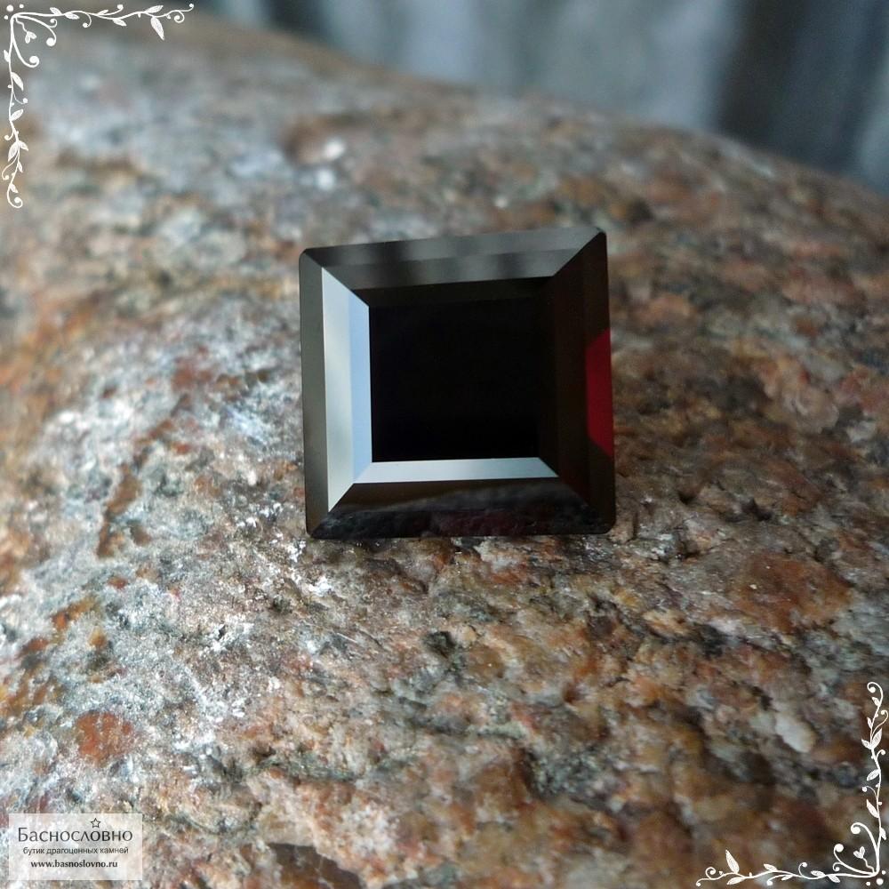 Тёмно-красный гранат из Замбии огранки Баснословно ступенчатый квадрат 11,89×11,83мм 10,04 карат (Драгоценный камень)