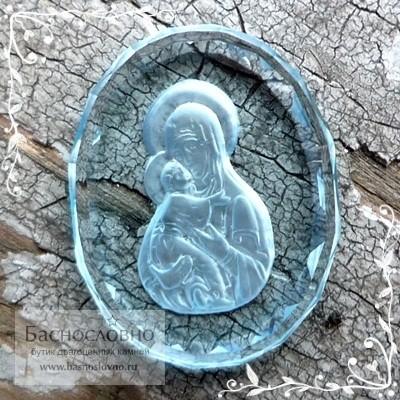 Резная Икона Владимирской Божией Матери на небесно-голубом топазе огранка в Баснословно 19x14мм 10.91 карат (Драгоценный камень)