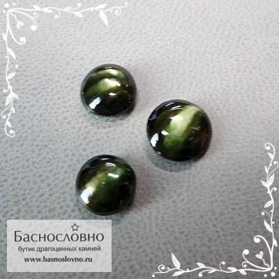 Гарнитур три тёмно-зелёных корнерупина со Шри-Ланки хорошей огранки круг кабошон 8мм 7,5мм 7мм 5.12 карат (Драгоценный камень)