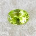 Яблочно-зелёный хризолит (перидот, оливин) из Китая отличная огранка в Баснословно овал 10,78x7,82мм 2,67 карата