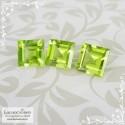 Гарнитур три яблочно-зелёных хризолита (перидот, оливин) из Китая огранка квадрат 7,03x6,98 7,04x6,98 7,01x6,97мм 5,82 карат