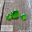 Гарнитур ярко-зелёных уральских демантоидов из России хорошей огранки Баснословно бриллиантовая Кр57 круг 5,1мм и пара 3,5мм 1.02 карата