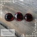 Гарнитур три насыщенно-красных граната (альмандины) из Мозамбика хорошей огранки Баснословно круг 8,5 и пара 8мм 8.05 карат