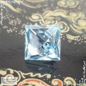 Небесно-голубой топаз (оттенок Sky blue) из Нигерии огранки в Баснословно квадрат Косой 10,09x10,02мм 7,91 карат (Драгоценный камень)