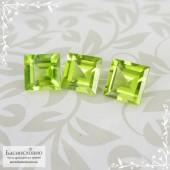 Гарнитур три яблочно-зелёных хризолита (перидот, оливин) из Китая огранка квадрат 7,03x6,98 7,04x6,98 7,01x6,97мм 5,82 карат (Драгоценный камень)