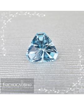 Натуральный небесно-голубой топаз (sky blue) из Бразилии огранки в Баснословно фантазийный триллион 11,51x11,4мм 4,95 карат (Драгоценный камень)