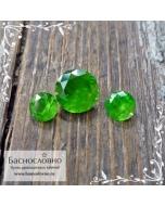 Гарнитур ярко-зелёных уральских демантоидов из России огранки Баснословно бриллиантовая Кр57 круг 5,1мм и пара 3,5мм 1,02 карата
