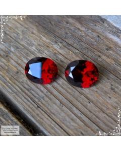 Пара натуральных насыщенно-красных гранатов (альмандины) из Танзании хорошая огранка Баснословно овал 10,06×8,18 10,1×8,23 мм 6,47 карат (Драгоценный камень)
