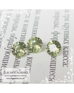 Сертифицированный гарнитур три хвойно-зелёных демантоида из Мадагаскара хорошей огранки круг 5мм 1.60 карата (Драгоценный камень)