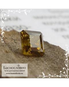 Зеленовато-коричневый топазолит (андрадит) из России огранка квадрат 3,65мм 0,35 карата