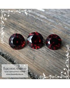 Гарнитур три насыщенно-красных граната (альмандины) из Мозамбика огранки Баснословно круг 8,5 и пара 8мм 8,05 карат