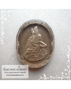Резной волк на натуральном дымчатом кварце (раухтопаз) работы Баснословно овал с гранями 25,13x20,03мм (Драгоценный камень)