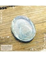Резная икона святой блаженной Матроны Московской на натуральноом небесно-голубой топазе (sky blue) работы Баснословно овал 19x15мм (Драгоценный камень)