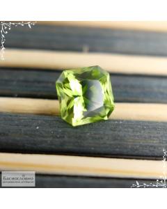 Натуральный яблочно-зелёный хризолит (перидот) из США огранка в Баснословно квадрат-октагон 6,9×6,89мм 1,76 карата (Драгоценный камень)