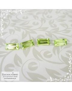 Гарнитур четыре светло-зелёных хризолита (перидот, оливин) из Мьянмы (экс-Бирма) огранка багет 7,94x3,93 7,94x3,96 7,85x3,89 7,88x3,88мм 3,33 карата