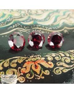 Гарнитур три ярко-красных граната (альмандин) из Мозамбика огранки Баснословно бриллиантовая Кр57 8, 8,08 и 8,05мм 7,05 карат