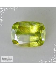 Желтовато-зелёный сфен (титанит) из Афганистана огранки кушон 9,9×7,55мм 3,1 карата