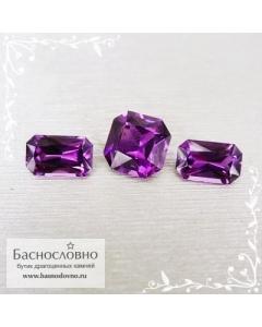 Гарнитур три ярко-пурпурных граната из Мозамбика огранки октагон 7,39x4,5 7,33x4,57 6,93x6,98мм 4,16 карат